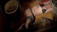 7. Доминик Суэйн в белье без сознания – Черная комната
