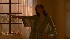 Антонелла Коста танцует в прозрачном халате