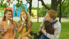 4. Маруся Зыкова соблазнительно облизывает мороженое – Даёшь молодёжь!