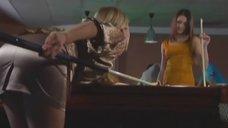 Маруся Зыкова и Евгения Крегжде эротично играют в бильярд