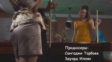 5. Маруся Зыкова и Евгения Крегжде эротично играют в бильярд – Даёшь молодёжь!