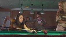 7. Маруся Зыкова и Евгения Крегжде эротично играют в бильярд – Даёшь молодёжь!