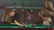 8. Маруся Зыкова и Евгения Крегжде эротично играют в бильярд – Даёшь молодёжь!