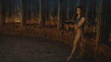 1. Сексуальная Таня Ю несет корону – Мастер и Маргарита