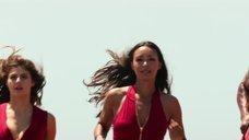 7. Келли Рорбах, Александра Даддарио и Ильфенеш Хадера бегут в купальниках – Спасатели Малибу