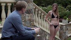 Лили Симмонс в черном купальнике