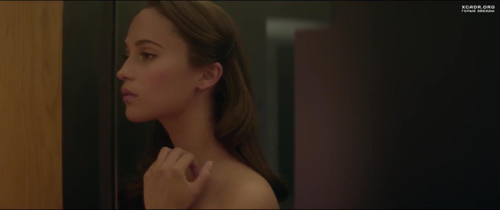 Голая маленькая грудь в фильмах 51 видео  XCADRCOM