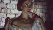 Сексуальная Татьяна Божок расстегивает блузку