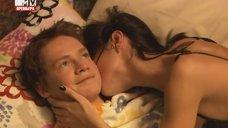 3. Интимная сцена с Дарьей Резниковой – Большие надежды (2011)