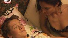9. Интимная сцена с Дарьей Резниковой – Большие надежды (2011)