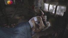 Постельная сцена с Еленой Лагутой