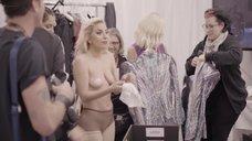 Раздетая Леди Гага в гримерке