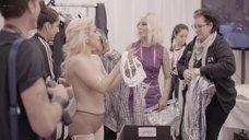 5. Раздетая Леди Гага в гримерке – Гага: 155 см