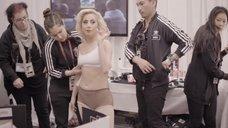 8. Раздетая Леди Гага в гримерке – Гага: 155 см