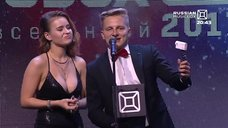 Сочный бюст Полины Гренц на Musicbox-2017