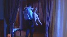 7. Алену Биккулова в трусиках несут на руках – Бандитский Петербург 10: Расплата