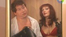 Сексуальная Елена Котельникова застряла в лифте