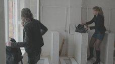 1. Яна Новикова делает тест на беременность в туалете – Племя