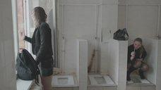 13. Яна Новикова делает тест на беременность в туалете – Племя
