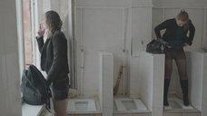 15. Яна Новикова делает тест на беременность в туалете – Племя