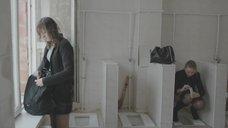 4. Яна Новикова делает тест на беременность в туалете – Племя