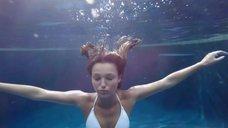 1. Соблазнительная Лили Симмонс в купальнике – Банши