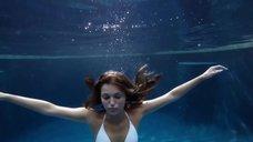 2. Соблазнительная Лили Симмонс в купальнике – Банши