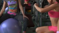 7. Сара Окс и Екатерина Мадалинская занимаются в тренажерном зале – Счастливый конец