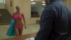 1. Сара Окс в купальнике – Счастливый конец