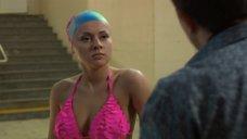 4. Сара Окс в купальнике – Счастливый конец