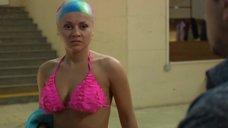 Сара Окс в купальнике