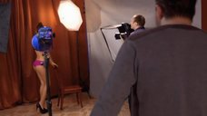 9. Сара Окс позирует в нижнем белье перед фотографом – Счастливый конец