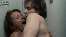 6. Секс с Элис Баррет в туалете – Удушье