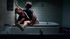 2. Секс  с Кейт Юдэлл в ванне – Удушье