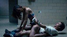 8. Секс с Пас де ла Уэрта на полу – Удушье