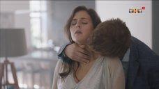 2. Интимная сцена с Марией Шумаковой – Сладкая жизнь
