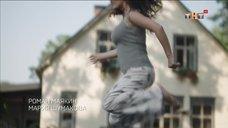 1. Мария Шумакова трясет грудью, прыгая на батуте – Сладкая жизнь