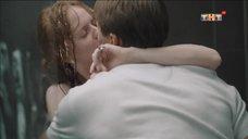 4. Интимная сцена с Дарьей Белоусовой под душем – Сладкая жизнь