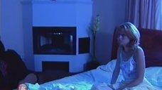 Сексуальная Алена Биккулова в ночнушке