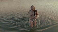 Соблазнительная Нина Гусева в мокрой одежде