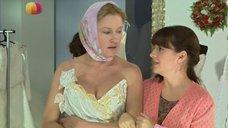 Ирина Розанова в свадебном платье с глубоким вырезом