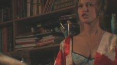 Екатерина Попова в лифчике