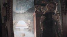 Горячая Анна Цуканова примеряет одежду