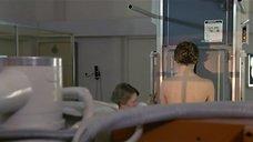 1. Настасья Кински топлесс делает рентген – Болезнь любви