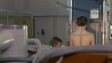 2. Настасья Кински топлесс делает рентген – Болезнь любви
