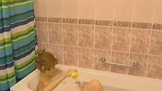 Елена Бирюкова принимает ванну