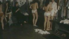 Людмила Баранова, Венера Нигматуллина, Наталья Журавель и Елена Дуплякова в раздевалке после бани