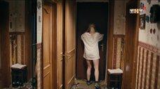 Соблазнительная Анастасия Акатова в футболке без штанов