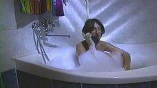 Нуца Шаншиашвили принимает ванну