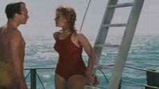 Сексуальная Татьяна Бестаева в купальнике